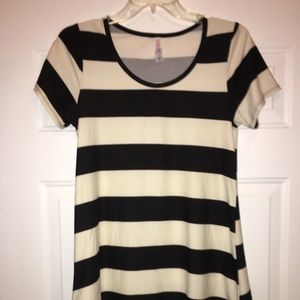 LuLaRoe Tops - LuLaRoe FITS SIZE 00-0 STRIPED BLACK & CREAM TOP